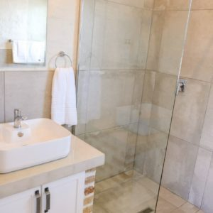 ROOM 2 Riverview Self-Catering